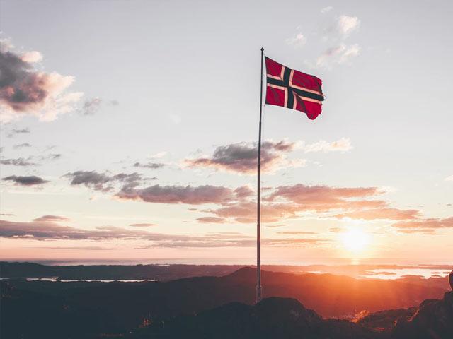 Norsk flagg i naturen